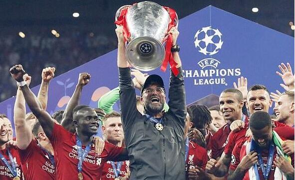 利物浦終於捧起英超聯賽冠軍獎杯 克洛普載入利物浦史冊